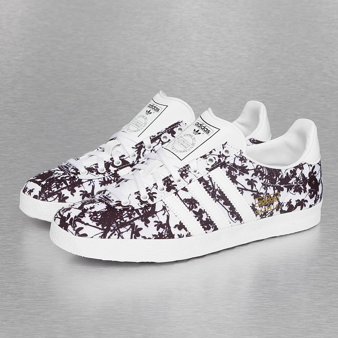 baskets adidas dentelle blanche